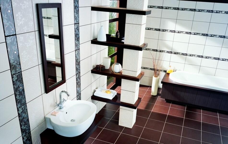 Уложенная плитка на пол в ванной