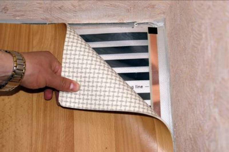 Пленочный теплый пол можно использовать вместе с линолеумом