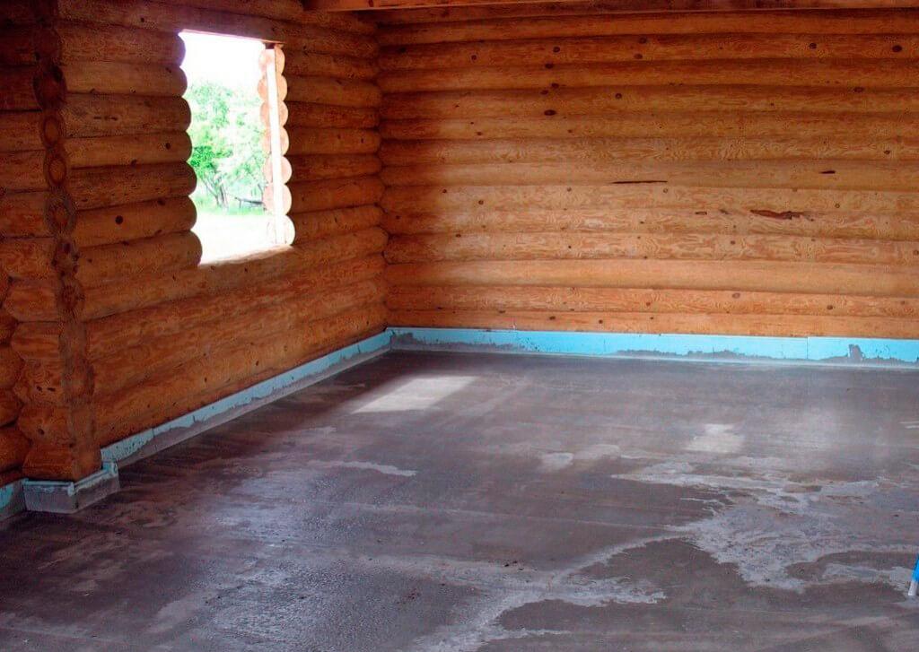 Законченная стяжка на деревянном полу