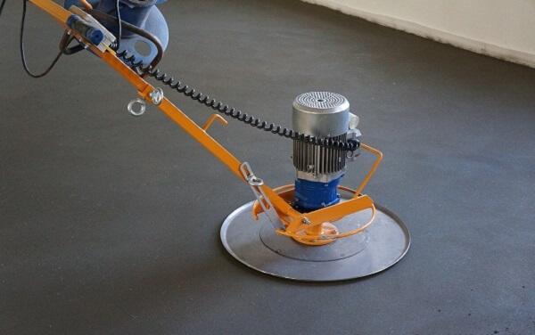 работающая шлиф-машина