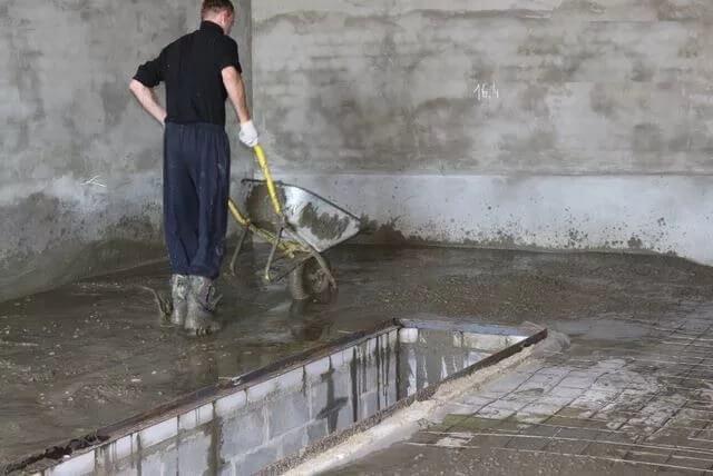 Заливка пола цементным раствором в гараже дверь дуэт бетон