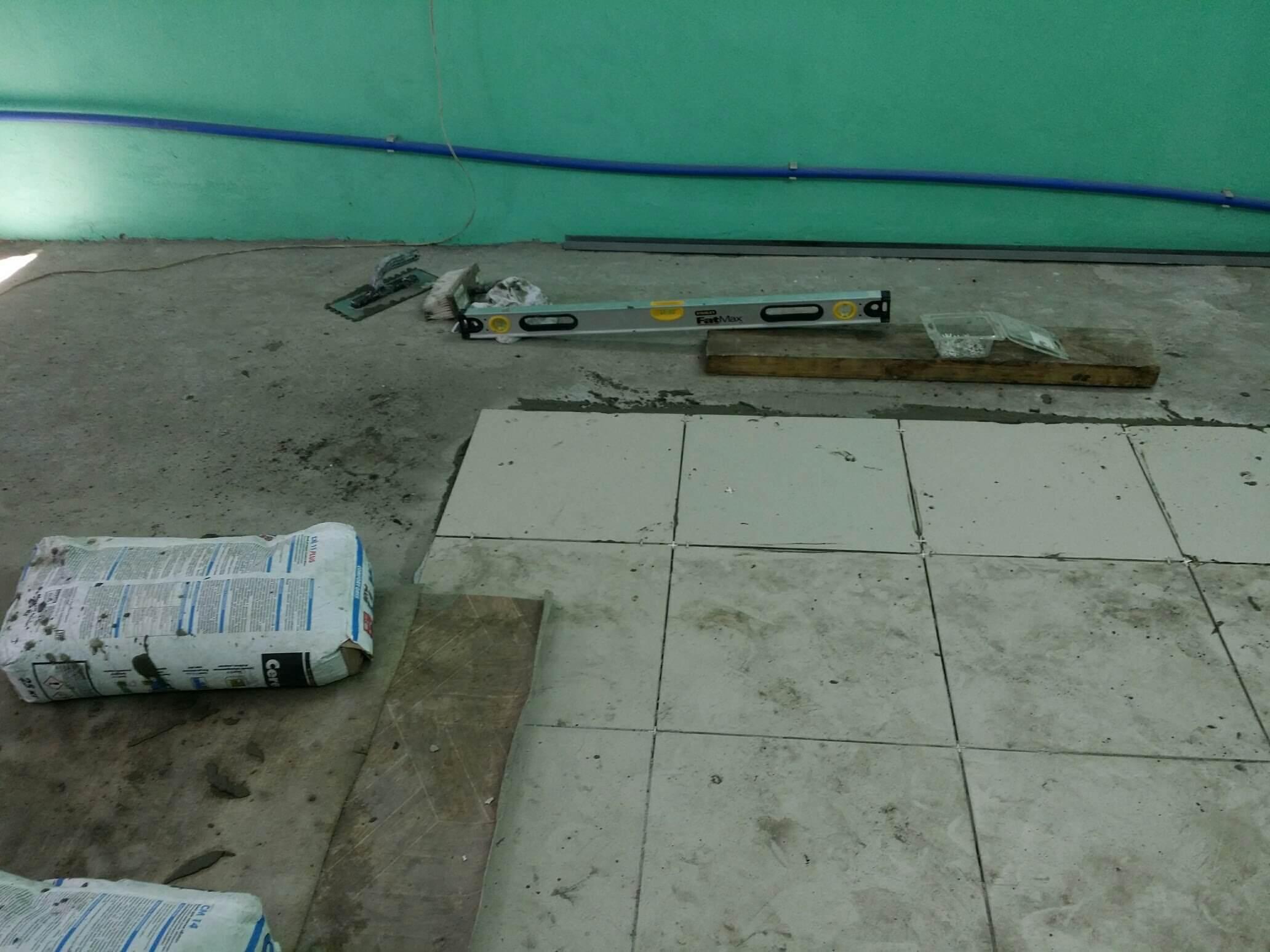 Укладка плитки на бетонную стяжку